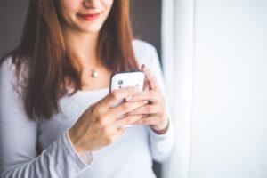 woman-holding-smartphone